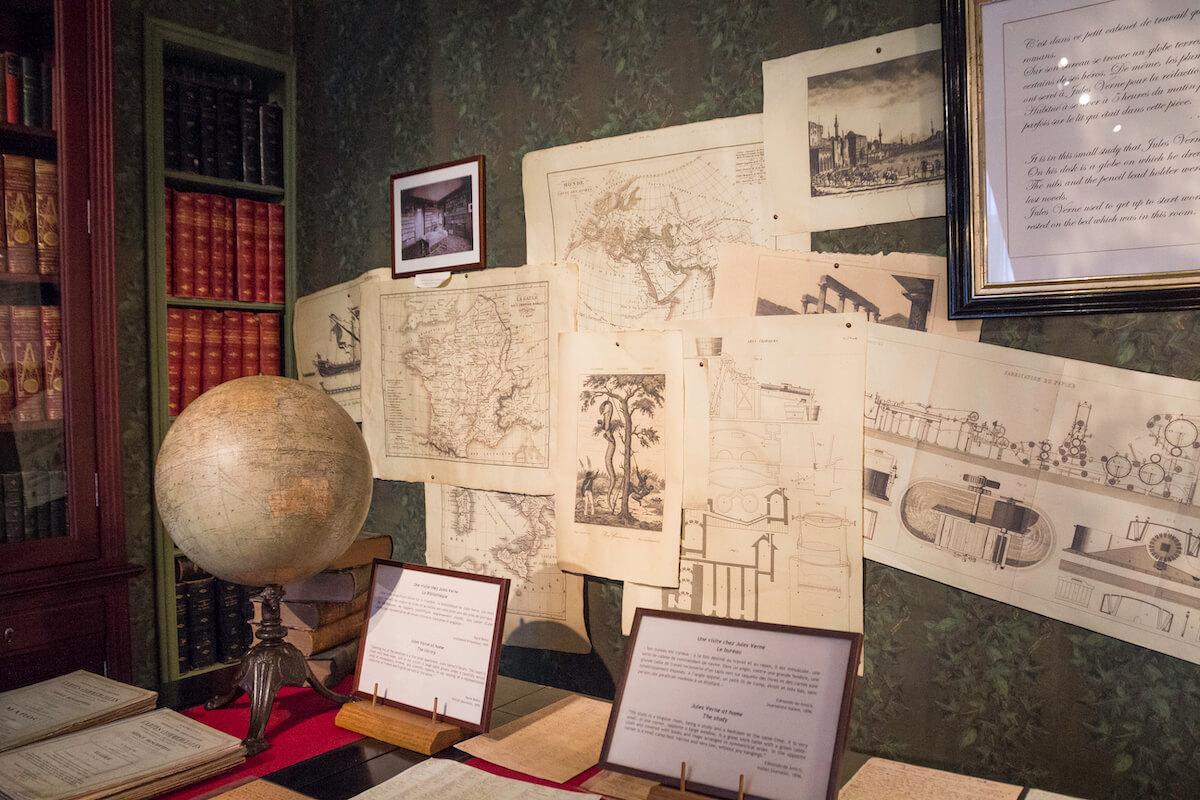 Ecrits dans la maison Jules Verne à Amiens