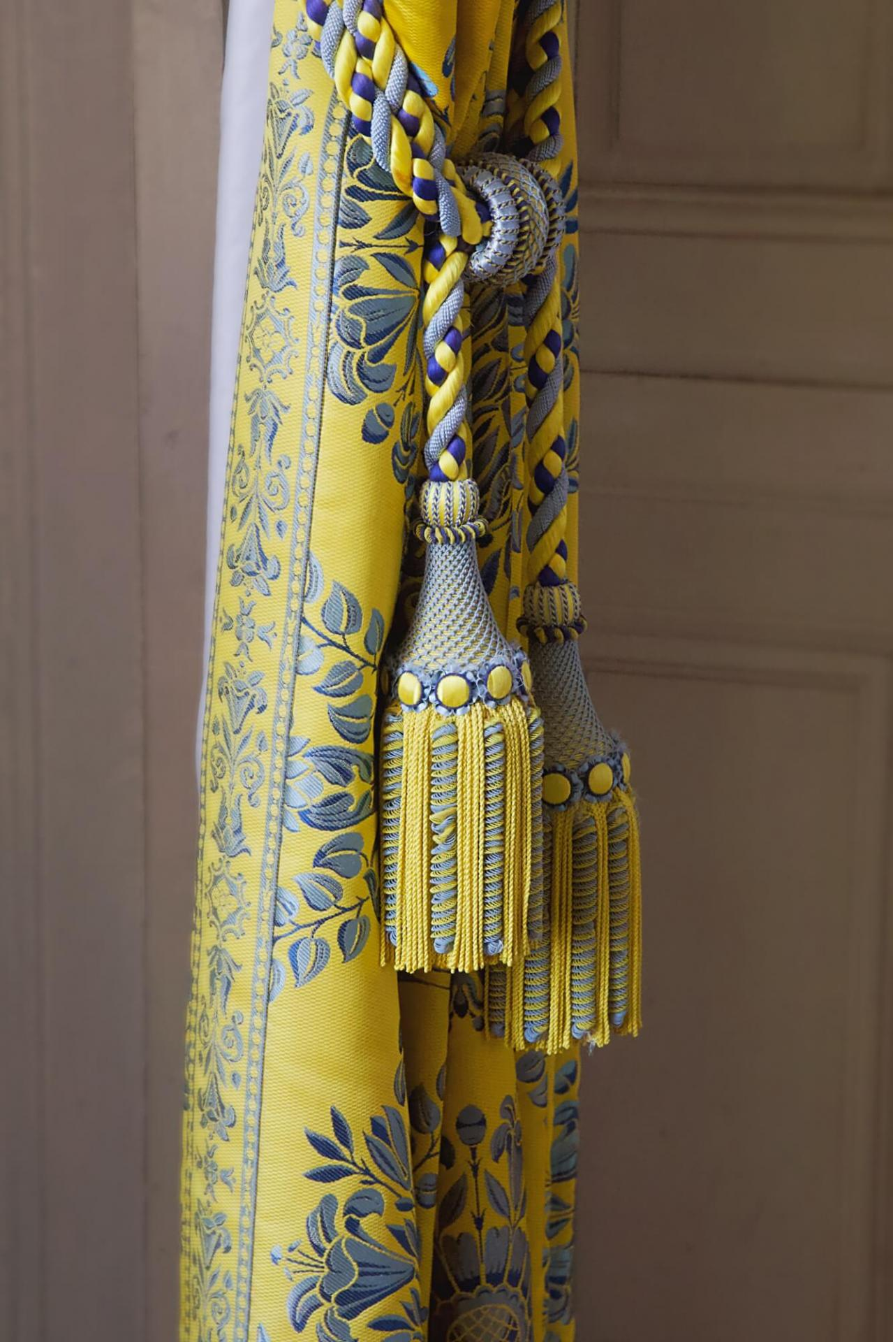 Details versailles jaune